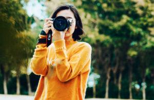 Donna-realizza-una-foto